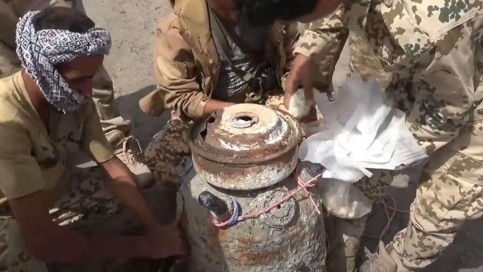 انتشال لغم بحري إيراني زرعه الحوثيون في البحر الأحمر