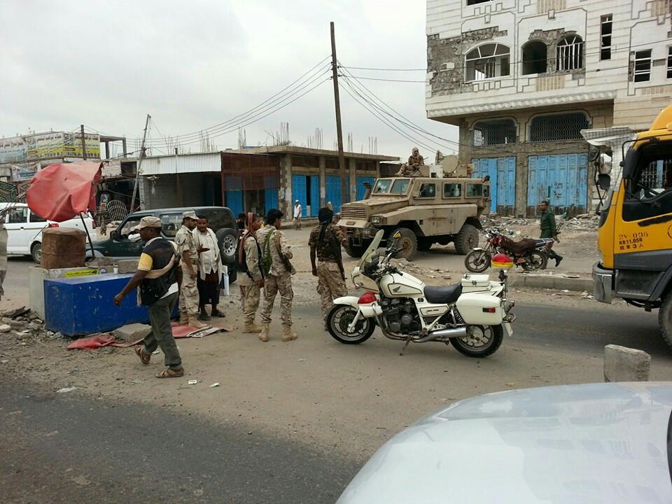 عدن.. شرطة البساتين توضح حقيقة اعتقال مسؤول الحركة في النقل الثقيل (صور)