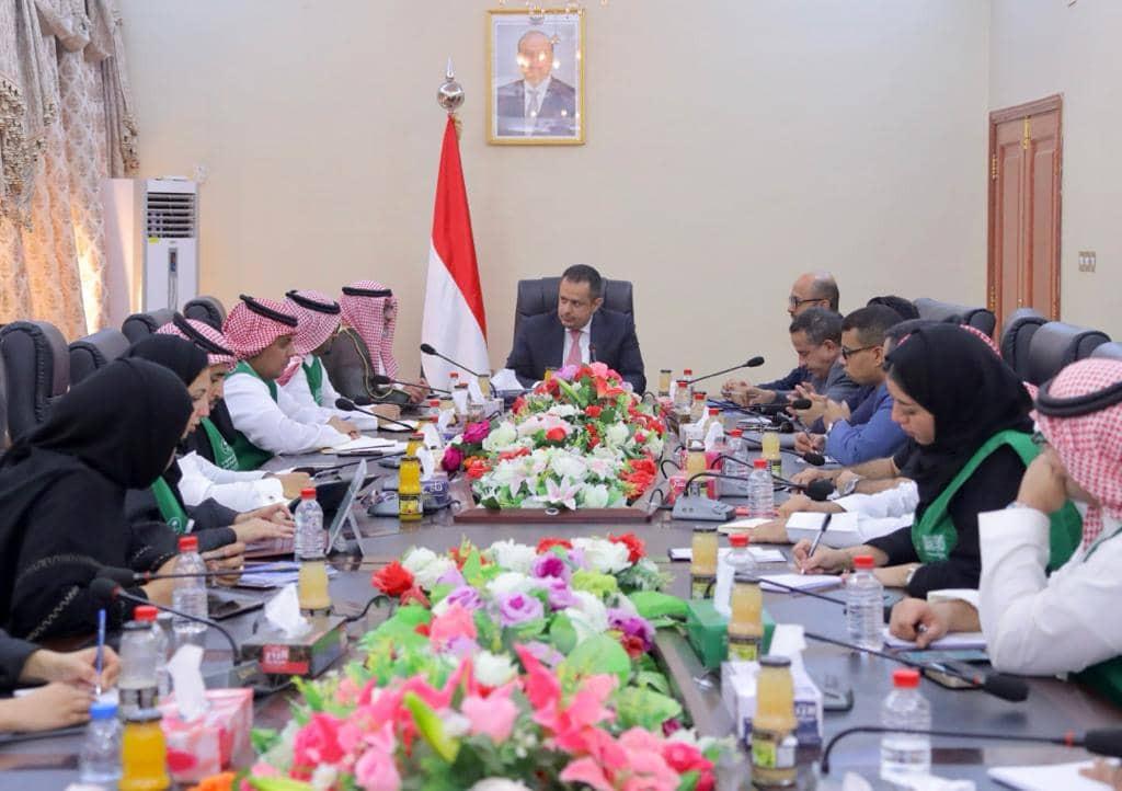 رئيس الحكومة يستقبل في عدن وفد البرنامج السعودي لتنمية واعمار اليمن